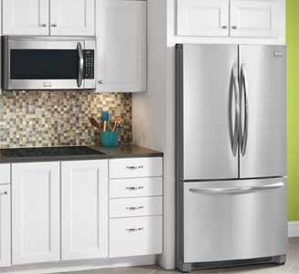 Un frigo américain dans une cuisine